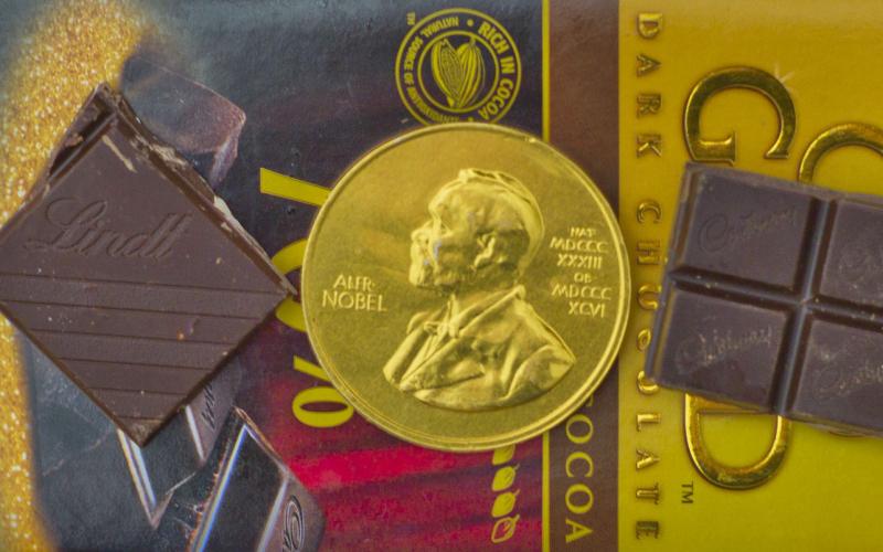 Каква е връзката между консумацията на шоколад и броя на нобеловите лауреати в една държава?