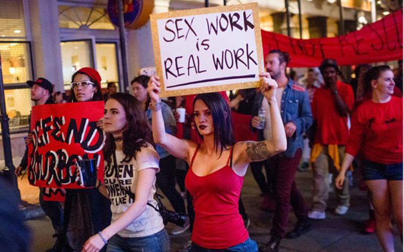 Декриминализиране на платените сексуални услуги може да спаси животи и да спести разходи?